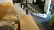 Um ein Teleskop für den Versand zusätzlich sicher zu verpacken, wird eine große Menge an Luftpolster nötig.
