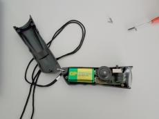 Batterie wechseln bei der Dual-LED-Rotlicht-Weißlicht-Taschenlampe von SkyWatcher oder Celestron: